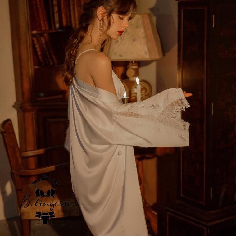 áo choàng trắng gợi cảm